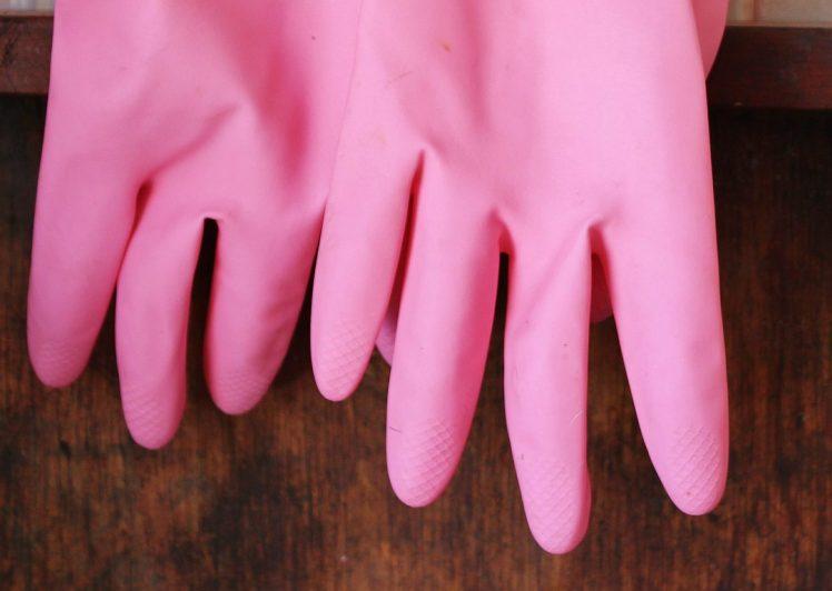 Les gants de caoutchouc