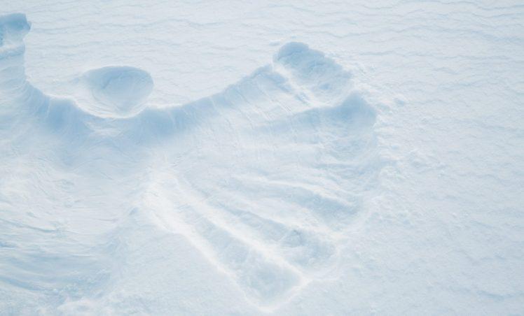 On se roule dans la neige
